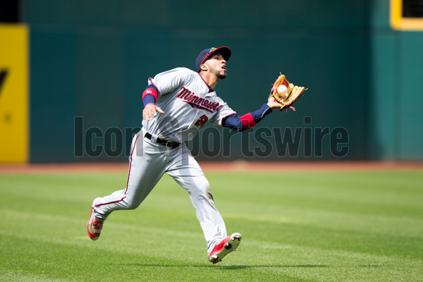 15 May 2016: Minnesota Twins Outfield Eddie Rosario (20) [8278] makes a running catch during the eighth inning of the Major League Baseball game between the Minnesota Twins and Cleveland Indians at Progressive Field in Cleveland, OH. Minnesota defeated Cleveland 5-1. (Photo by Frank Jansky/Icon Sportswire)