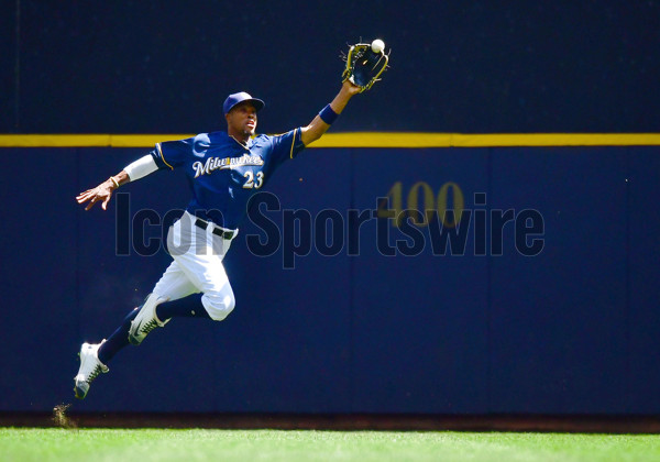 August 14, 2016: Milwaukee Brewers Outfield Keon Broxton (23) [7571] tracks down a ball hit by Cincinnati Reds Center field Billy Hamilton (6) [7291] during a game between the Milwaukee Brewers and the Cincinnati Reds at Miller Park in Milwaukee, WI. The ball would fall and Hamilton would be registered with a leadoff double in the top of the 1st. (Photo by Nick Wosika/Icon Sportswire)