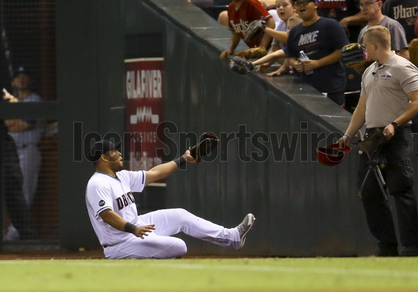 16 September 2016: Arizona Diamondbacks Outfield Yasmany Tomas (24) [11055] makes a sliding catch for an out during a game between Los Angeles Dodgers and the Arizona Diamondbacks at Chase field. (Photo by Kevin French/Icon Sportswire)