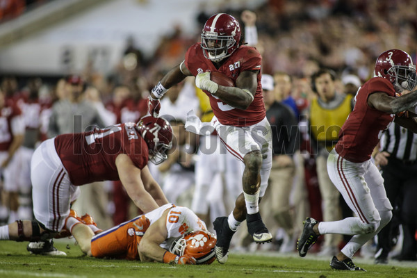 TAMPA, FL - JANUARY 09: Alabama Crimson Tide running back Bo Scarbrough (9) runs for a touchdown during the College Football Playoff National Championship game between the Alabama Crimson Tide and the Clemson Tigers on January 9, 2017, at Raymond James Stadium in Tampa, FL. (Photo by David Rosenblum/Icon Sportswire)