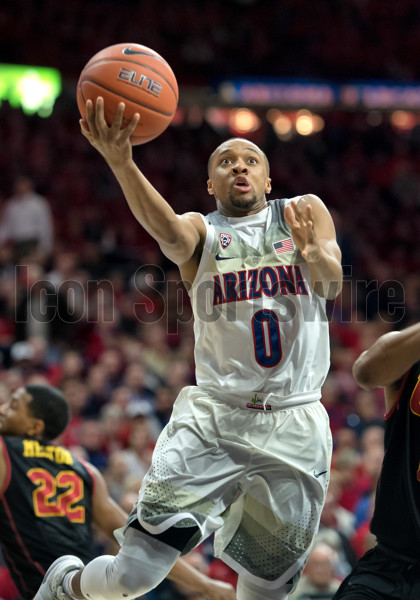 TUCSON, AZ - FEBRUARY 23: Arizona Wildcats guard Parker Jackson-Cartwright (0) drives for a layup during the college basketball game between the Arizona Wildcats and the USC Trojans on February 23, 2017, at McKale Center in Tucson, Arizona. (Photo by Carlos Herrera/Icon Sportswire)