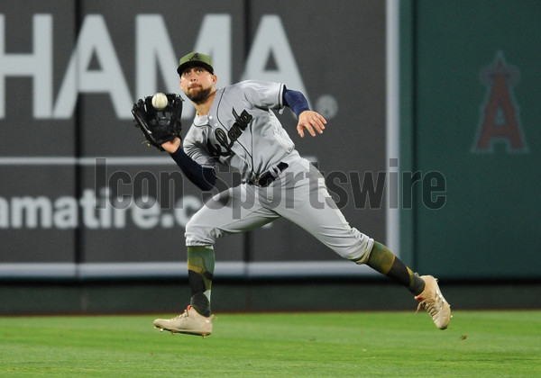 ANAHEIM, CA - MAY 29: Atlanta Braves center fielder Ender Inciarte (11) makes a running catch in the ninth inning of a game against the Los Angeles Angels of Anaheim, on May 29. 2017, played at Angel Stadium of Anaheim in Anaheim, CA. (Photo by John Cordes/Icon Sportswire)