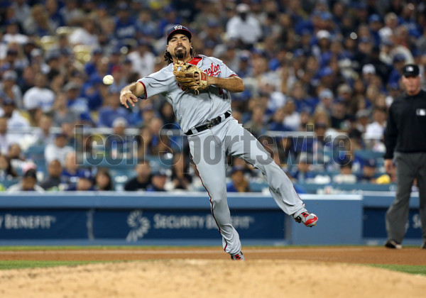 LOS ANGELES, CA - JUNE 06: Washington Nationals third baseman Anthony Rendon (6) makes a throw to first base against the Los Angeles Dodgers on June 06, 2017, during the game at Dodger Stadium in Los Angeles, CA. (Photo by Adam Davis/Icon Sportswire)