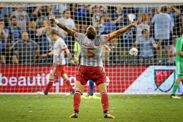 KANSAS CITY, KS - AUGUST 06: Atlanta United defender Leandro Gonzalez (5) celebrates teammate Jacob Peterson's (29) equalizer goal in added time of the second half of an MLS match between Atlanta United and Sporting KC on August 6th, 2017 at Children's Mercy Park in Kansas City, KS.  The match ended in a 1-1 draw. (Photo by Scott Winters/Icon Sportswire)