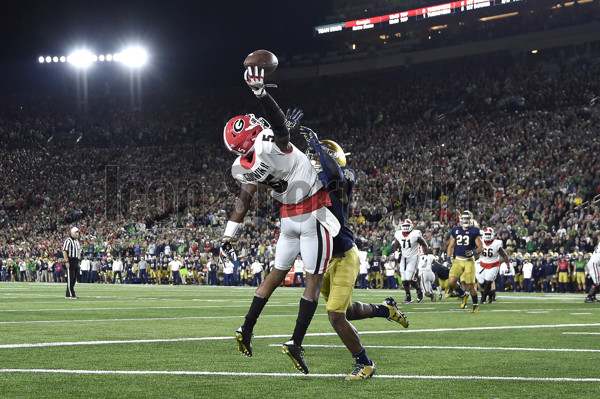 SOUTH BEND, IN - SEPTEMBER 09:  Georgia Bulldogs wide receiver Terry Godwin (5) beats Notre Dame Fighting Irish cornerback Julian Love (27) to catch a one handed pass for a touchdown during the NCAA football game between the Notre Dame Fighting Irish and the Georgia Bulldogs at Notre Dame Stadium on September 9, 2017 in South Bend, Indiana. (Photo by Robin Alam/Icon Sportswire)