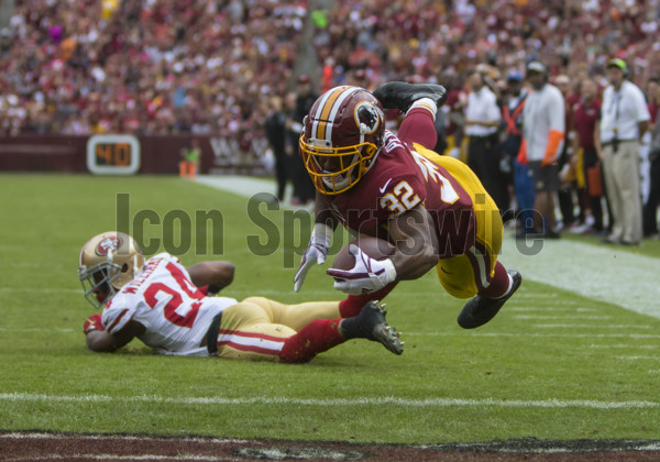 LANDOVER, MD - OCTOBER 15: Washington Redskins runningback Samaje Perine (32) hauls in a pass and goes airborne to score a three yard touchdown in the 2nd quarter during the football game between the San Francisco 49ers and Washington Redskins on October 15, 2017, at FedEx Field in Landover, MD. (Photo by Lee Coleman/Icon Sportswire)
